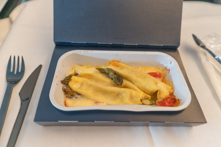 BA 77WN F 41 880x587 - REVIEW - British Airways : First Class Suites - B777 - London (LHR) to Malé (MLE) - [COVID-era]