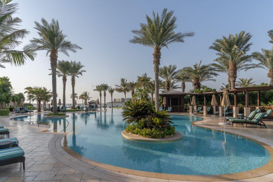 FS Jumeirah 22 880x587 - REVIEW - Four Seasons Dubai at Jumeirah Beach : Deluxe City-View Room [COVID-era]