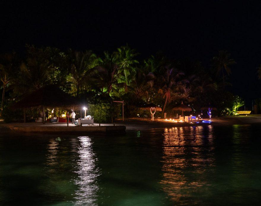anantara veli 152 880x697 - REVIEW - Anantara Veli : Deluxe Over Water Pool Bungalow