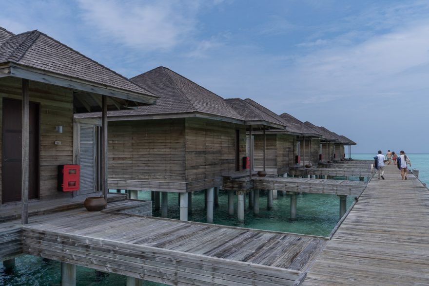 anantara veli 21 880x587 - REVIEW - Anantara Veli : Deluxe Over Water Pool Bungalow