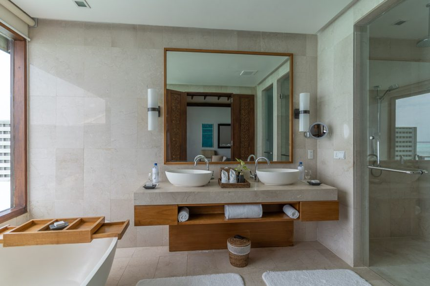 anantara veli 41 880x587 - REVIEW - Anantara Veli : Deluxe Over Water Pool Bungalow