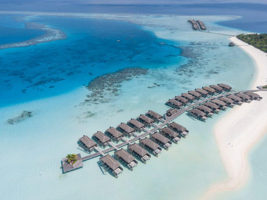 constance moofushi 148 880x659 - Detailed luxury hotel reviews