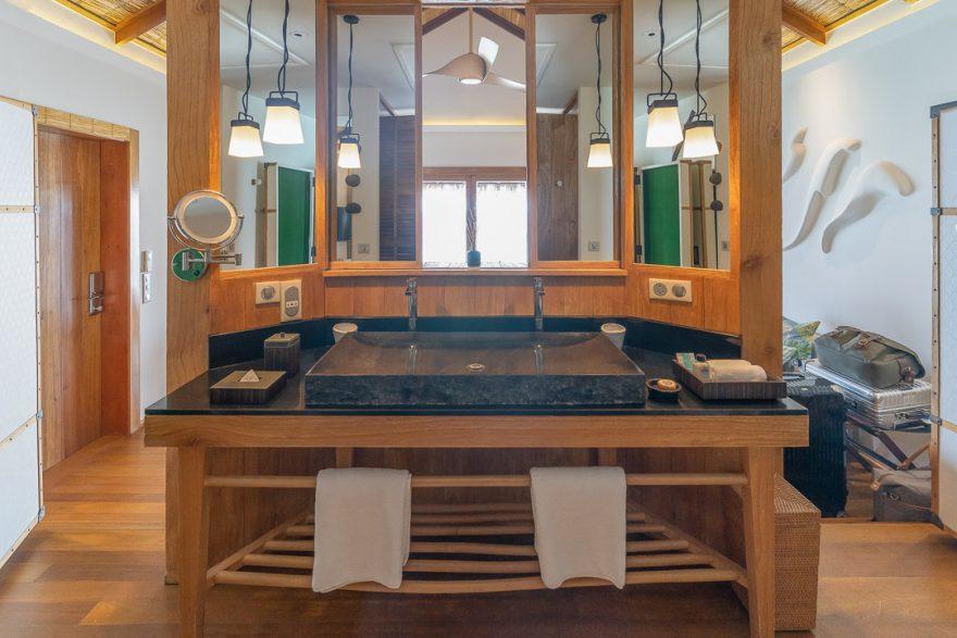 constance moofushi 37 880x587 - REVIEW - Constance Moofushi : Water Villa