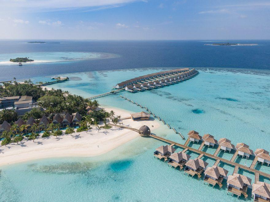 maafushivaru 134 880x659 - Detailed luxury hotel reviews