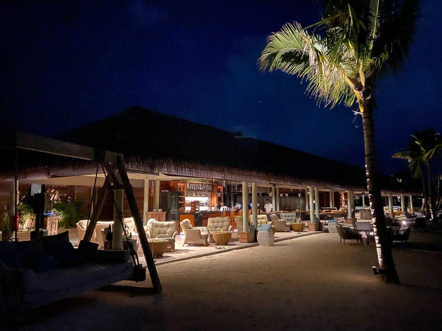 waldorf astoria maldives dining 45 880x660 - REVIEW - Waldorf Astoria Maldives Ithaafushi : King Reef Villa & King Ocean Villa