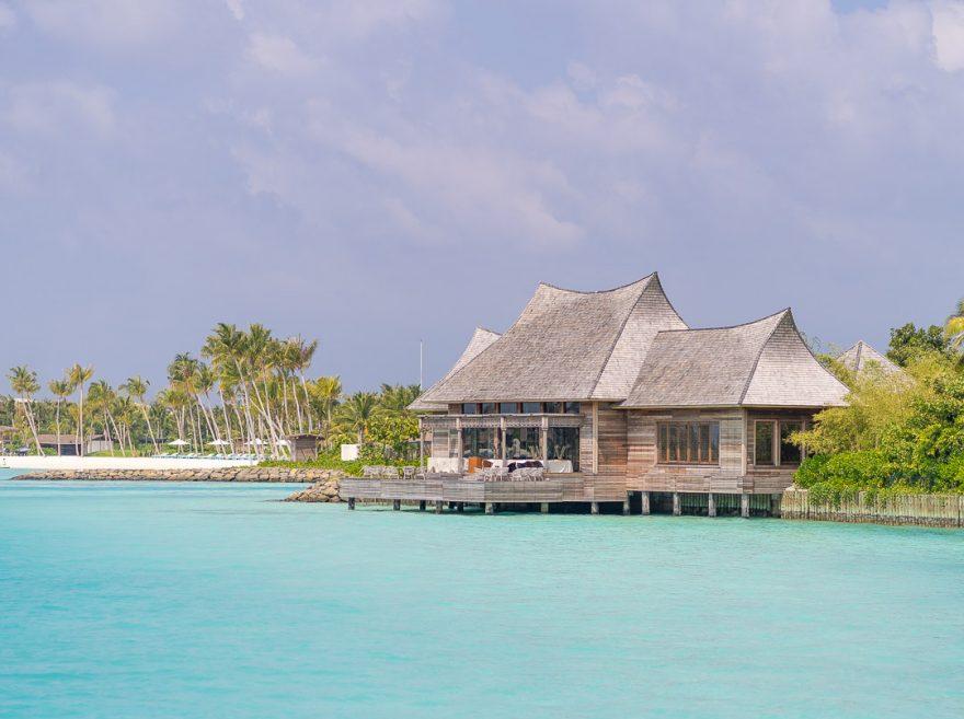 waldorf astoria maldives dining 67 880x657 - REVIEW - Waldorf Astoria Maldives Ithaafushi : King Reef Villa & King Ocean Villa