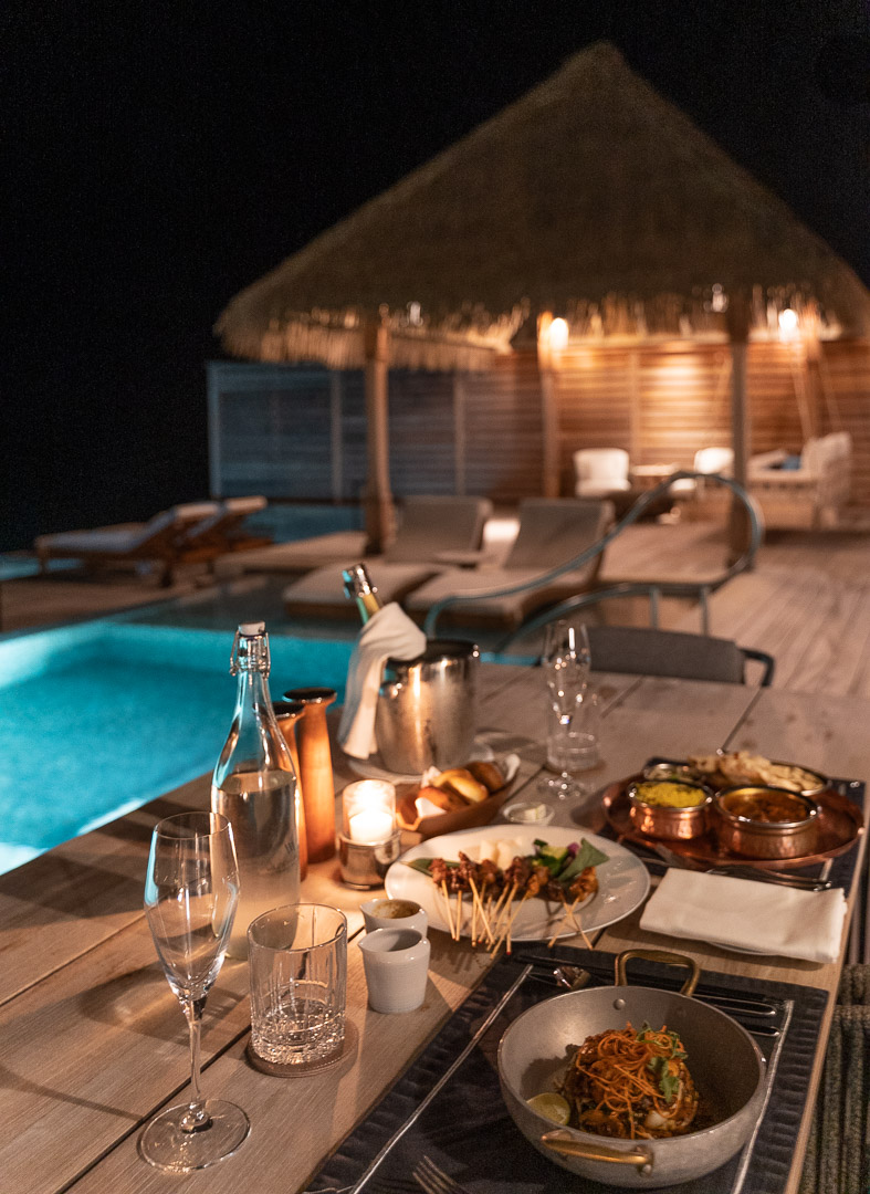 waldorf astoria maldives dining 87 - How to get luxury hotels cheap