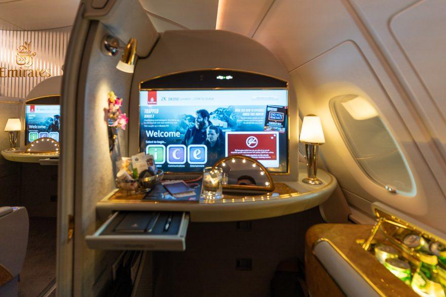 EK A380 F LGW DXB 11 880x587 - REVIEW - Emirates : First Class - A380 - London (LGW) to Dubai (DXB)
