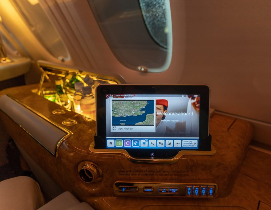EK A380 F LGW DXB 16 880x685 - REVIEW - Emirates : First Class - A380 - London (LGW) to Dubai (DXB)