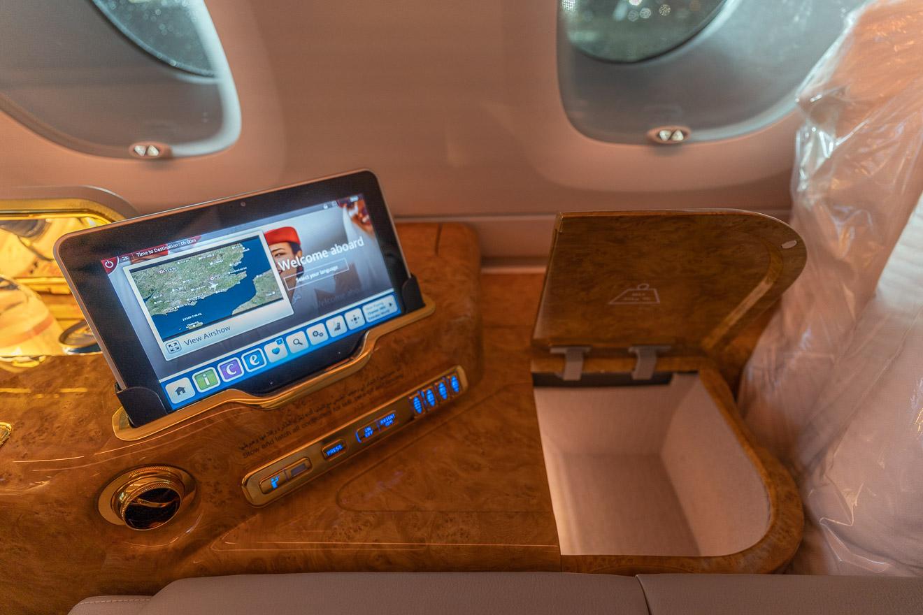 EK A380 F LGW DXB 32 - REVIEW - Emirates : First Class - A380 - London (LGW) to Dubai (DXB)