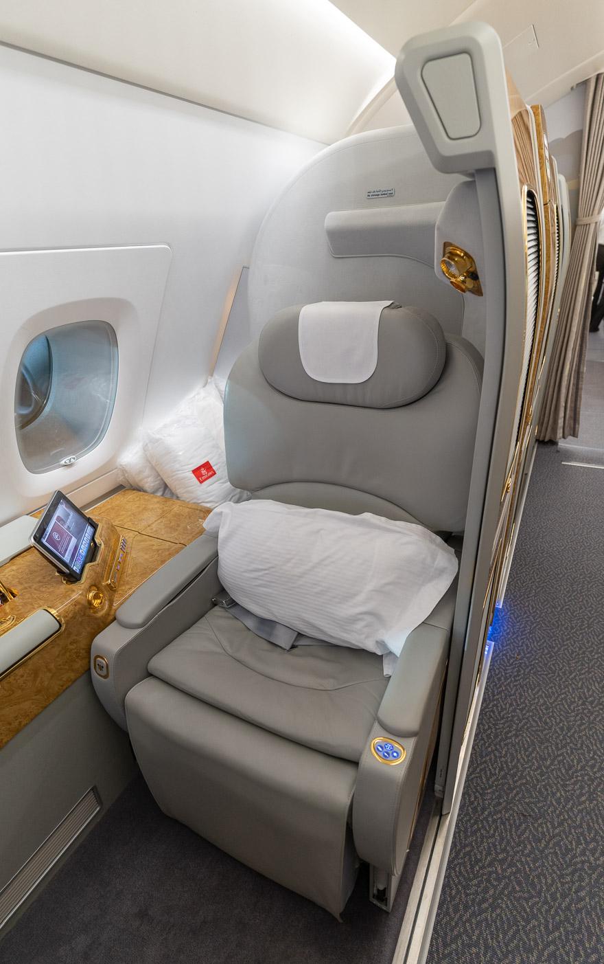 EK A380 F LGW DXB 7 - REVIEW - Emirates : First Class - A380 - London (LGW) to Dubai (DXB)