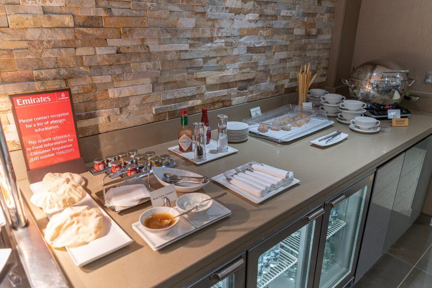 EK LGW lounge 10 880x587 - REVIEW - Emirates Lounge - London (LGW)