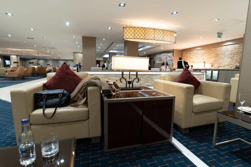 EK LGW lounge 20 880x587 - REVIEW - Emirates Lounge - London (LGW)