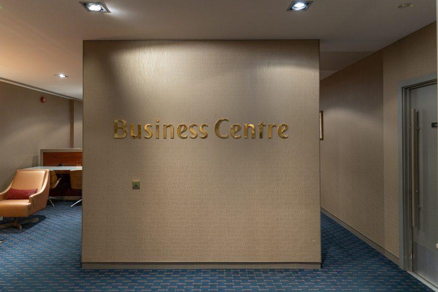 EK LGW lounge 25 880x587 - REVIEW - Emirates Lounge - London (LGW)