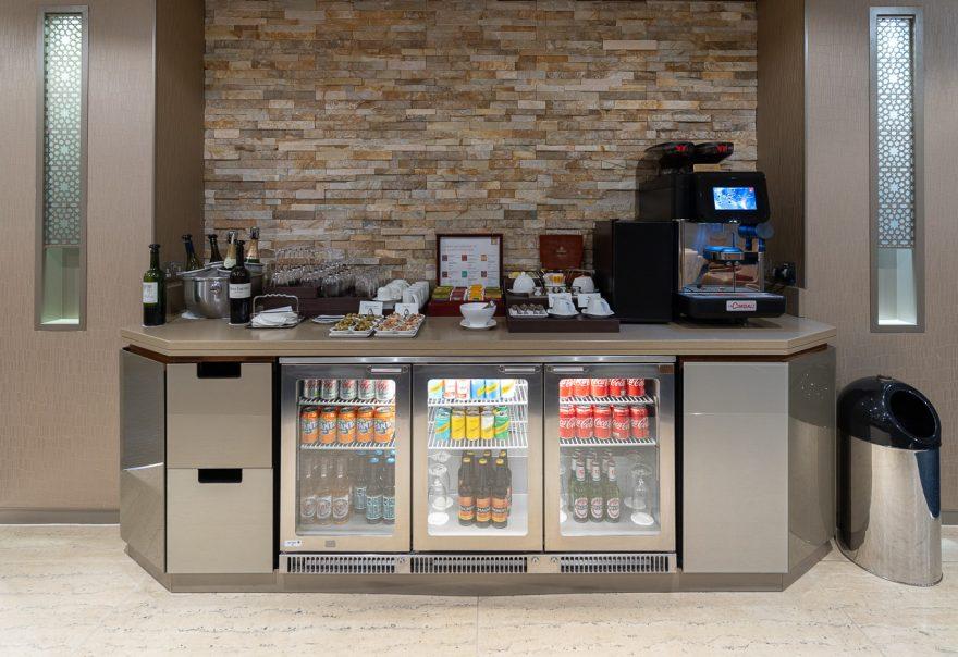 EK LGW lounge 27 880x604 - REVIEW - Emirates Lounge - London (LGW)