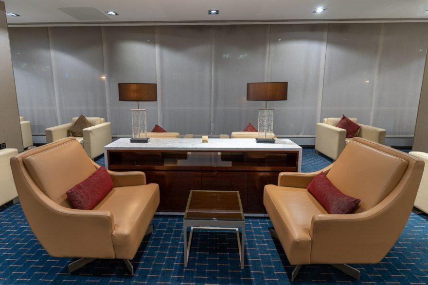 EK LGW lounge 29 880x587 - REVIEW - Emirates Lounge - London (LGW)