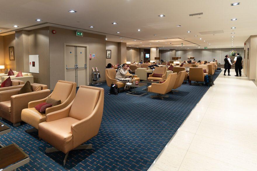 EK LGW lounge 5 880x587 - REVIEW - Emirates Lounge - London (LGW)