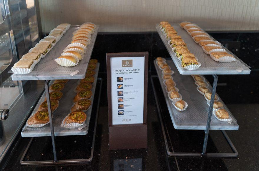EK F lounge C gates 10 880x581 - REVIEW - Emirates Lounge - Dubai (DXB) - C Concourse