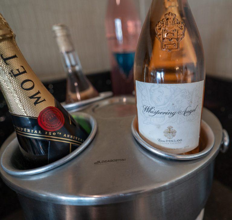 EK F lounge C gates 16 768x729 - REVIEW - Emirates Lounge - Dubai (DXB) - C Concourse