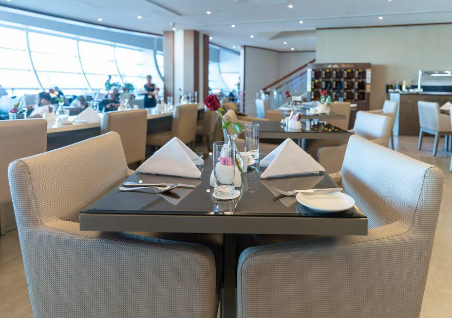 EK F lounge C gates 5 880x618 - REVIEW - Emirates Lounge - Dubai (DXB) - C Concourse